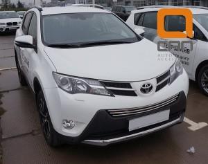 Решетка переднего бампера Toyota RAV4 (2013-) d16