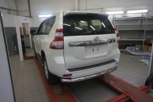 Защита заднего бампера Toyota Land Cruiser (Тойота Ленд Круизер) 150 (2009-) (одинарная) d 76 2
